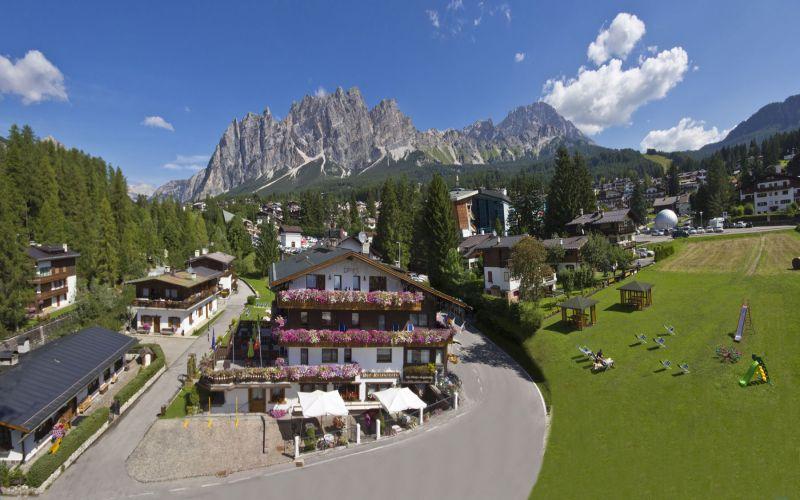 Cortina d 39 ampezzo prenotazione alberghi veneto for Meuble al larin
