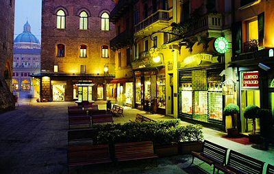 Art hotel orologio prenotazione albergo bologna hotel in for Hotel casalecchio bologna